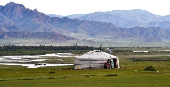 yurt-486866_960_720