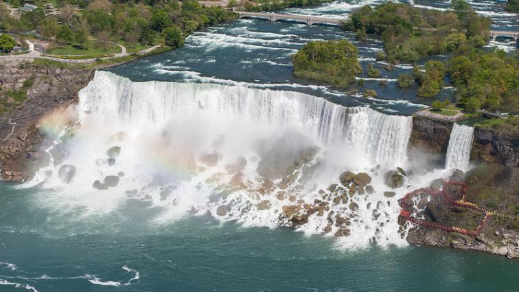 American_Falls_Niagara_Falls_USA_from_Skylon_Tower_on_2002-05-28