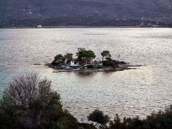 The_small_island_Daskalio_across_Poros,_Greece_-_panoramio