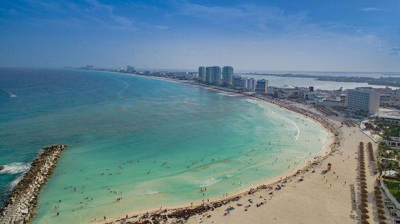 Cancun_Strand_Luftbild_(22156904032)
