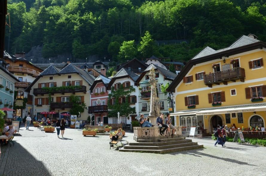 austria_hallstatt_may_2015_city_centre_tourists_old_history_city-686137.jpg!d