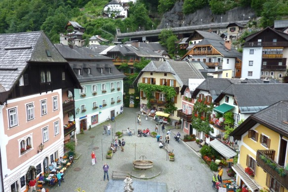 hallstatt_austria_town_market_square_people_buildings_shopping_stores-1352834.jpg!d