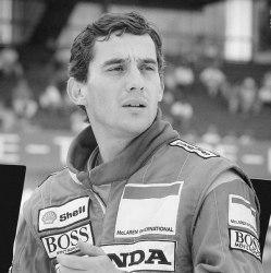 595px-Ayrton_Senna_9_-_Cropped