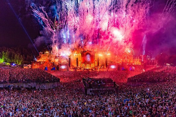 800px-Tomorrowland2015