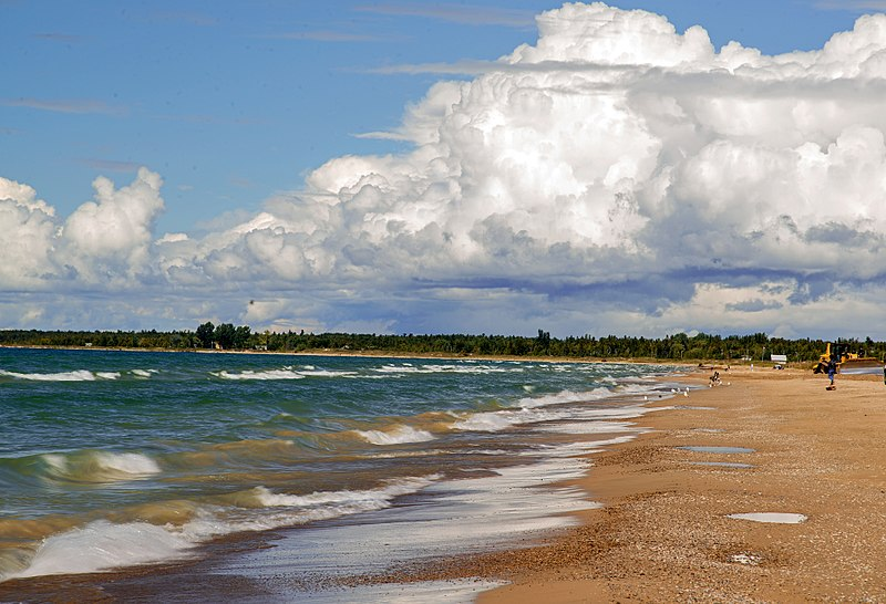 800px-Sauble_Beach,_Ontario_(Lake_Huron)