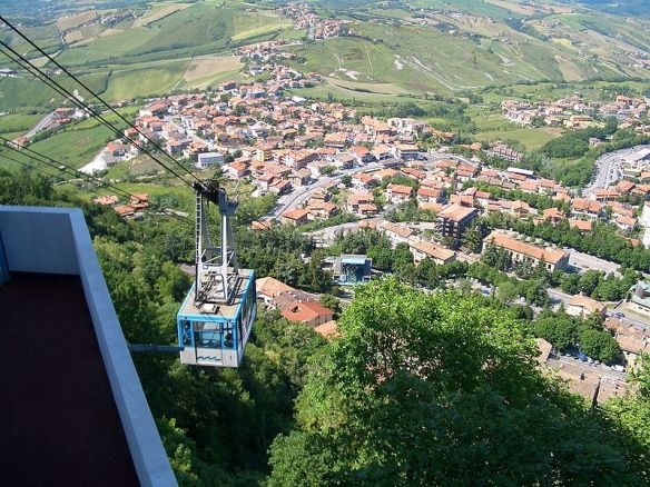 800px-San-Marino-Gondola-1283