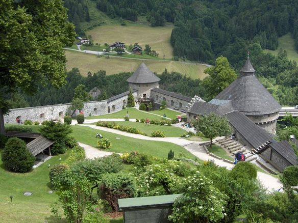 Hohenwerfen_gardens