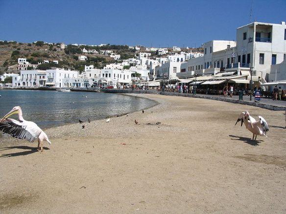 800px-Une_plage_de_Mykonos_(Grèce)