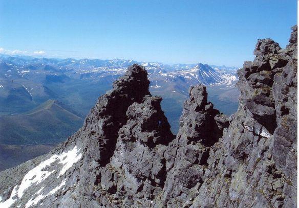 800px-mountain_formation_near_saranpaul