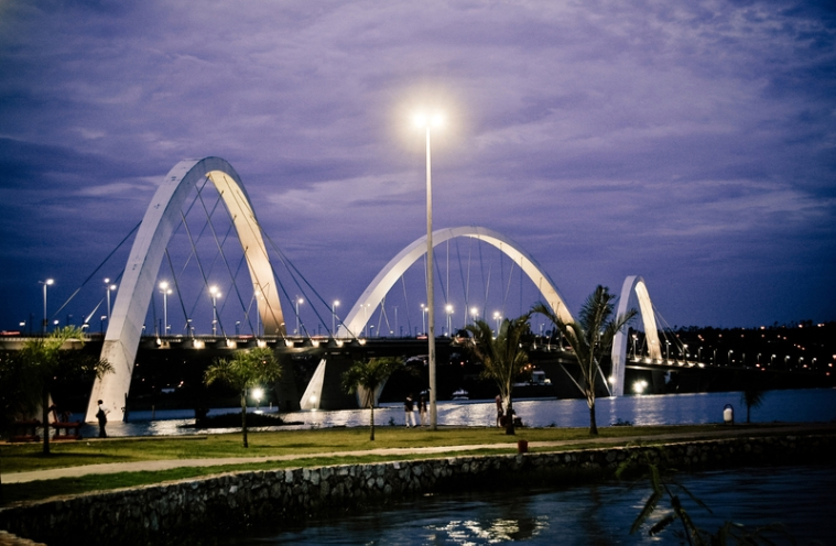bridge-at-night-in-brasilia-brazil