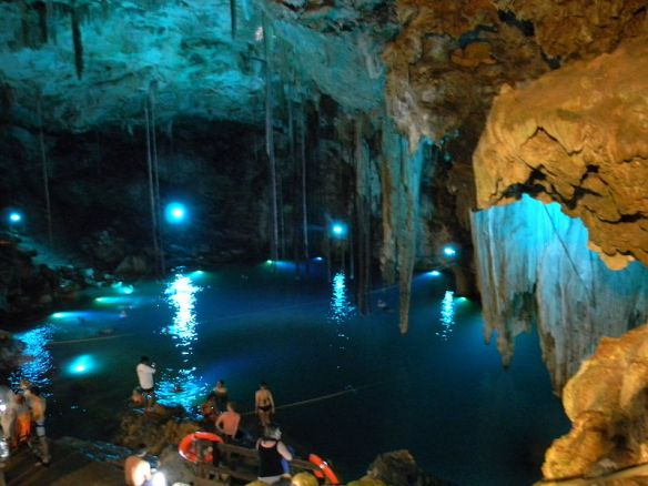 800px-12Cenote_Dzitnup