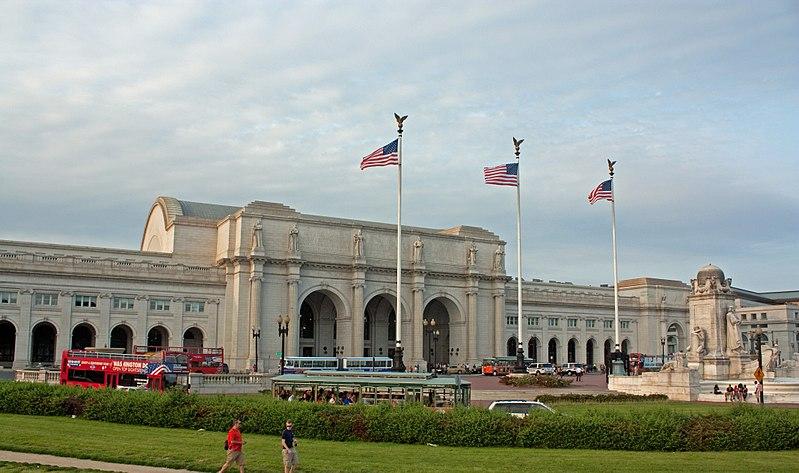 800px-Union_Station_from_Columbus_Circle,_Washington,_D.C._2011