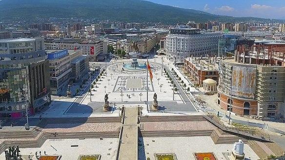 800px-Скопје_-_Плоштад_Македонија