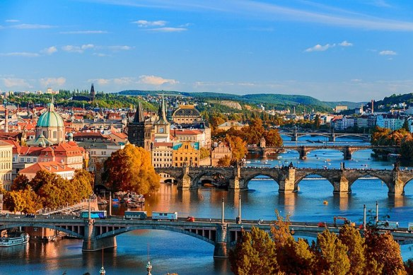 800px-Prague_skyline_view