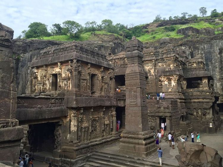 Kailasa_temple_overview,_Ellora