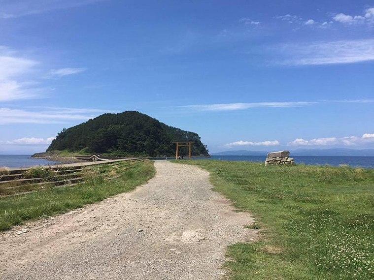 800px-Oshima_Island_from_Natsudomari_Peninsula