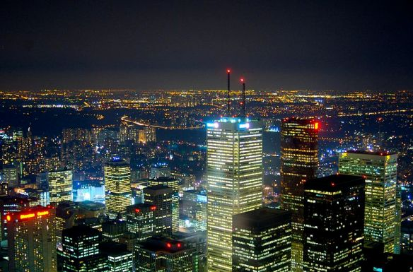 800px-A_view_of_Toronto_at_night