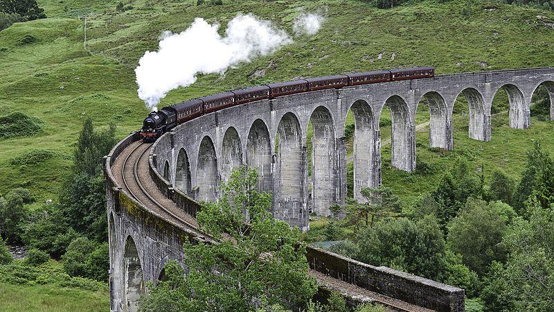 Glenfinnan_viaduct_2016