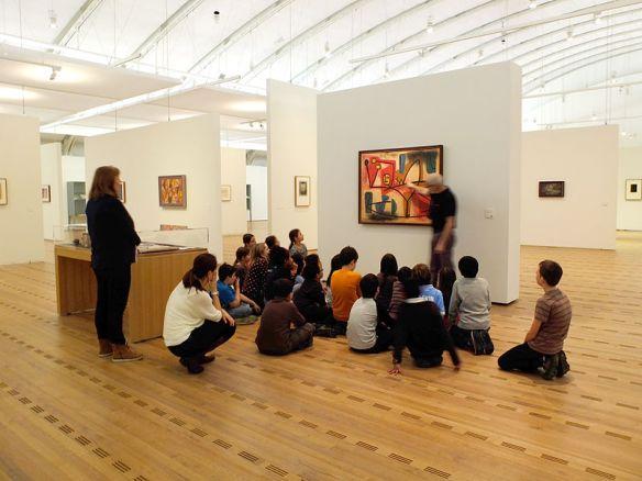 Schoolchildren-in-Zentrum-Paul-Klee