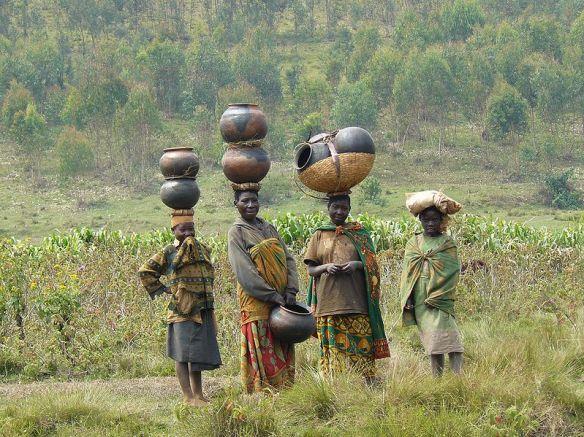 799px-Batwa_women_in_Burundi