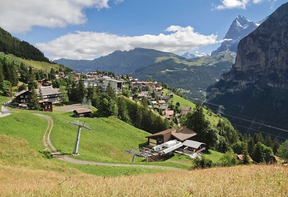 Mürren_in_Bernese_Oberland,_Switzerland,_2012_August