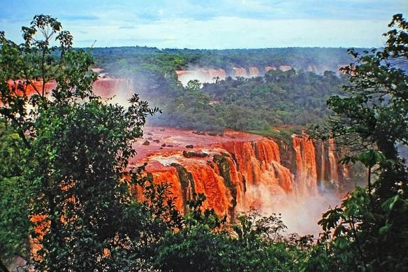 800px-00_1826_Iguazu_Falls_-_South_America,_Brazil