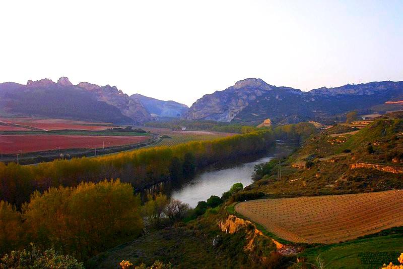 800px-Entorno_de_Bilibio_-_La_Rioja_-_