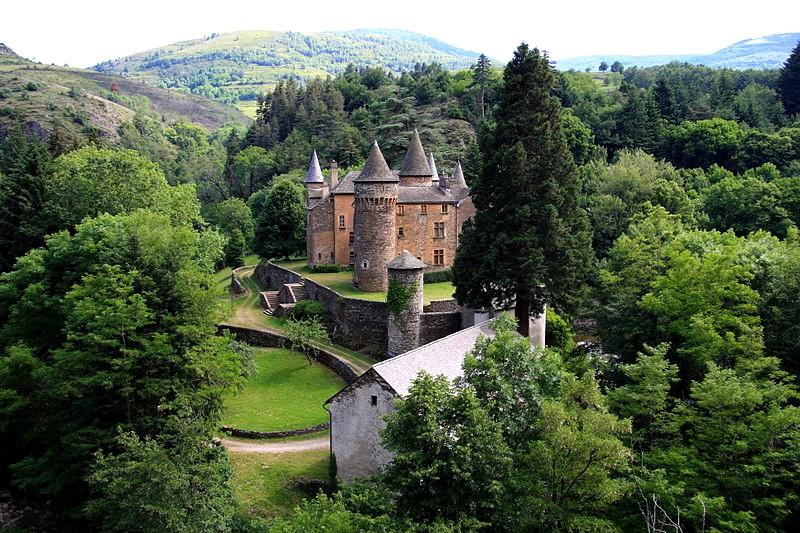 800px-France_Lozère_Château_du_Champ_01