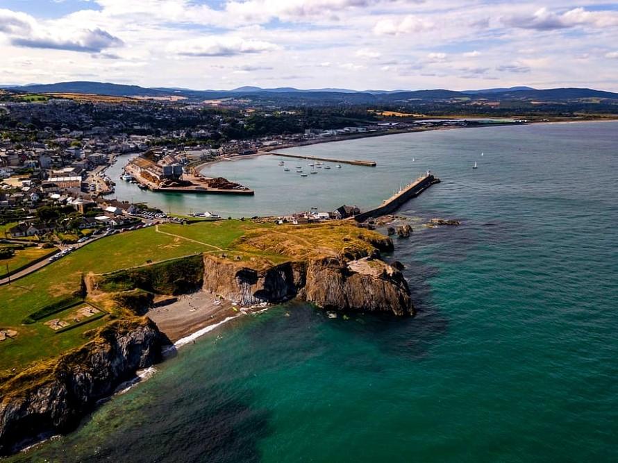 ireland-wicklow-2-castle-field-coastal