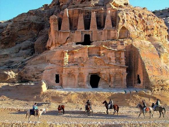 jordan-tours-726990_1280