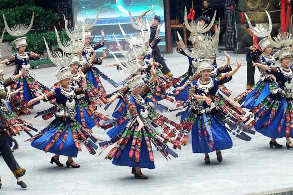 the-beauty-of-guizhou-guizhou-hmong-dance